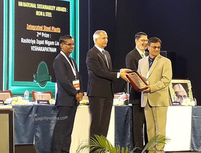 "Steel Secretary presents ""National Sustainability Award"" to RINL"